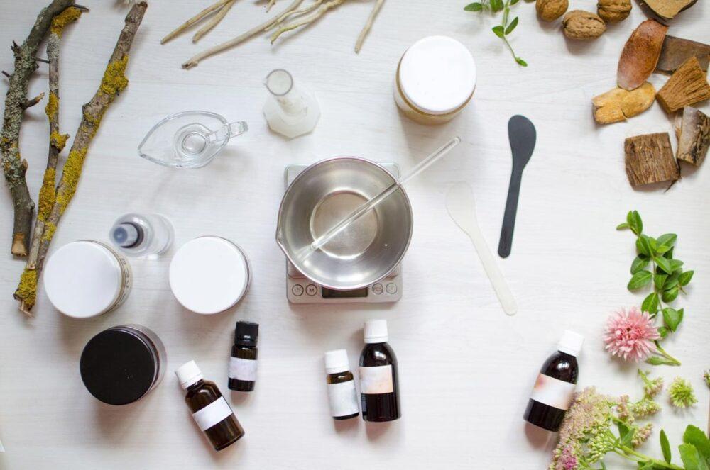 Recette de cosmétiques naturels. Huiles et ingrédients de composition à base de plantes